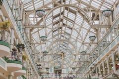 Intérieur du centre commercial de vert du ` s de St Stephen à Dublin CIT Photo libre de droits