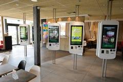 Intérieur du restaurant de McDonald Image libre de droits