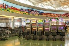 Intérieur du terminal D à l'aéroport international de McCarran Photographie stock libre de droits