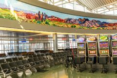 Intérieur du terminal D à l'aéroport international de McCarran Photos libres de droits