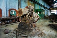 Intérieur du vieux mien et machines Photos stock