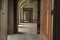 Intérieur en bois dans le palais de luxe photos libres de droits