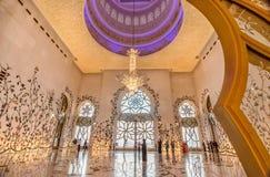 Intérieur en Sheikh Zayed Grand Mosque en Abu Dhabi, EAU Images libres de droits