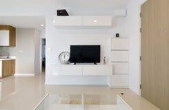 Intérieur et décoration vivants modernes de luxe blancs, DES intérieur image stock