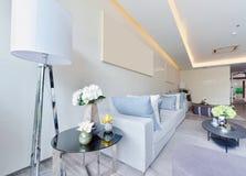 Intérieur et décoration vivants modernes de luxe blancs, DES intérieur Image libre de droits