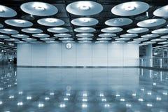 Intérieur et lumières d'aéroport Images libres de droits