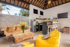 Intérieur et salon spacieux de villa Image libre de droits