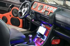 Intérieur fait sur commande de voiture avec le système audio images stock