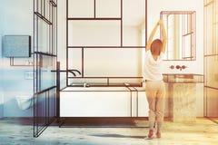 Intérieur géométrique de salle de bains de modèle modifié la tonalité Image libre de droits