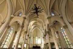 Intérieur gothique d'église de style Photographie stock