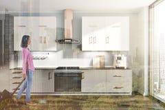 Intérieur gris de cuisine, compteurs gris blancs modifiés la tonalité Images stock