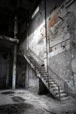 Intérieur industriel abandonné photographie stock
