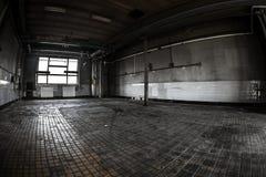 Intérieur industriel foncé photographie stock