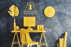 Intérieur jaune moderne d'espace de travail Image stock