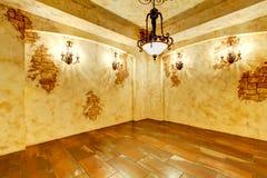 Intérieur lumineux de maison avec les briques fausses image stock