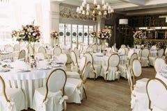Intérieur magnifique du restaurant pour le mariage images stock