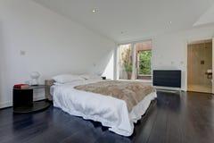 Intérieur minimaliste moderne de chambre à coucher Photo libre de droits