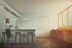 Intérieur moderne blanc de barre, affiche, femme d'affaires Photo libre de droits