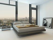 Intérieur moderne de chambre à coucher avec les fenêtres énormes Photos libres de droits
