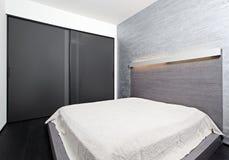Intérieur moderne de chambre à coucher de type de minimalisme Image libre de droits