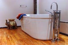 Intérieur moderne de salle de bains photographie stock