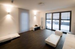 Intérieur moderne de salle de séjour Image stock