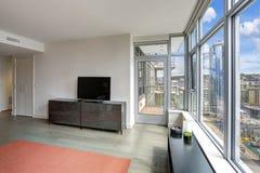 Intérieur moderne de salon en appartement luxueux Image libre de droits