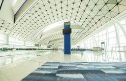 Intérieur moderne de terminal d'aéroport Image stock