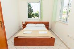 Chambre à coucher moderne image stock