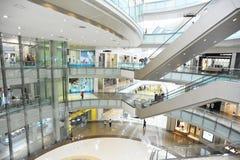 intérieur multiniveaux de centre commercial Photo stock