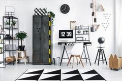 Intérieur noir et blanc d'espace de travail Images libres de droits