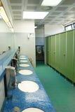 Intérieur public de toilettes de salle de bains Image libre de droits