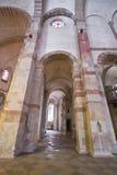 Intérieur roman d'église image libre de droits