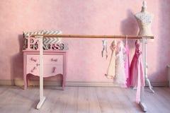 Intérieur rose de hall de classe de leçon de ballet Photographie stock libre de droits