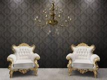 Intérieur royal. lustre avec des fauteuils Photographie stock