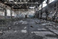 Intérieur ruiné d'entrepôt Photo stock