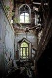 Intérieur ruiné d'un manoir abandonné de Khvostov dans le style gothique, repérage de Lipetsk Image stock