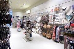 Intérieur tout neuf de magasin d'accessoires Image libre de droits