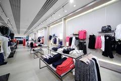 Intérieur tout neuf de magasin de tissu photographie stock libre de droits