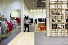 Intérieur tout neuf de magasin de tissu photo stock
