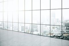 Intérieur vide avec la vue de ville Images stock