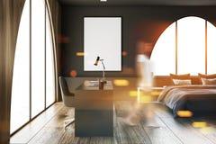 Intérieur vide blanc de salle de bains, sofa, femme Photo stock