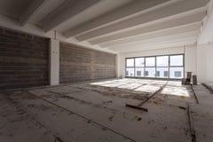 Intérieur vide de hall industriel Photos libres de droits