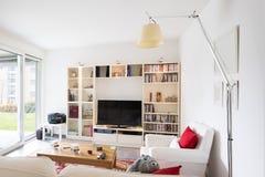 Intérieurs d'appartement meublé moderne, salon photographie stock libre de droits