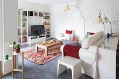 Intérieurs d'appartement meublé moderne, salon photo libre de droits