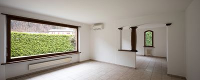 Intérieurs d'appartement meublé moderne, salon photo stock