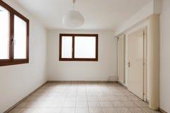 Intérieurs d'appartement meublé moderne, salon photos libres de droits