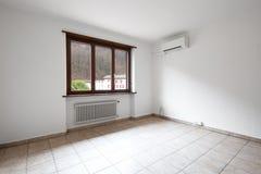 Intérieurs d'appartement meublé moderne, salon images libres de droits