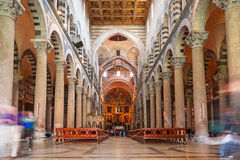 Intérieurs de cathédrale à la tour penchée de Pise Images libres de droits