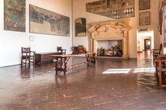 Intérieurs de forteresse Borromeo d'Angera ou de Rocca di Anger Est le château du lac Maggiore dans Angera Photos stock